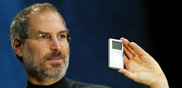 Photo+courtesy+of+www.maclife.com%0A%0ASteve+Jobs+with+the+first+iPod+Classic.+%0A