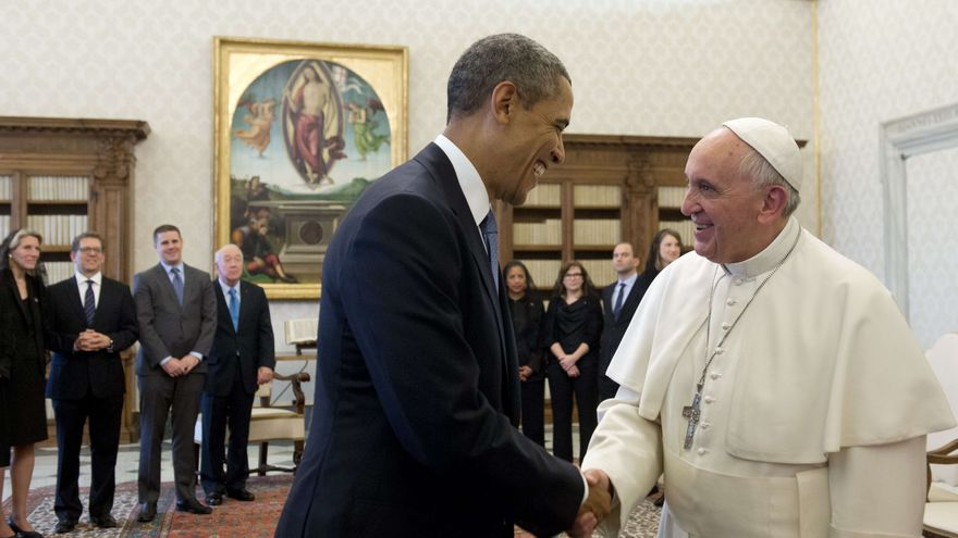 Pope Francis is greeted by President Obama in the White House
