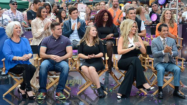 The+new+cast+of+DWTS+smile+proudly+at+their+televised+cast+reveal.