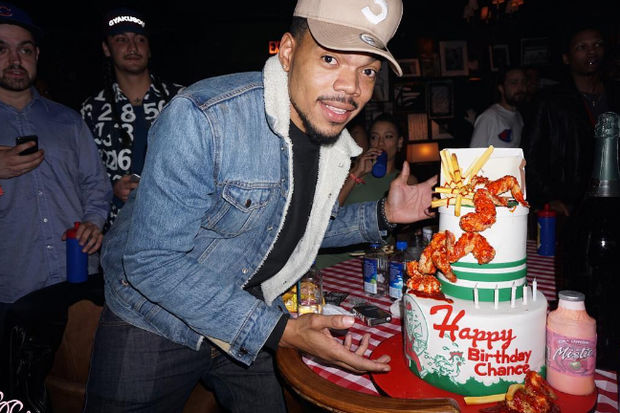 Chance the Rapper with his Harold's Chicken Shack cake which @batterbear91 (on Instagram) made for his birthday.