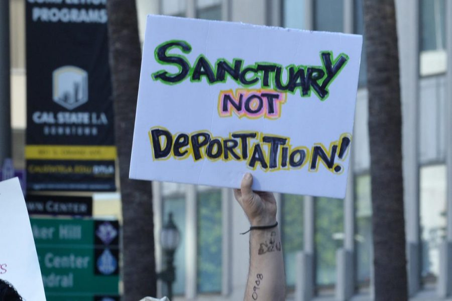 A+sign+in+favor+of+sanctuary+cities%2C+Photo+Courtesy+of+CNN