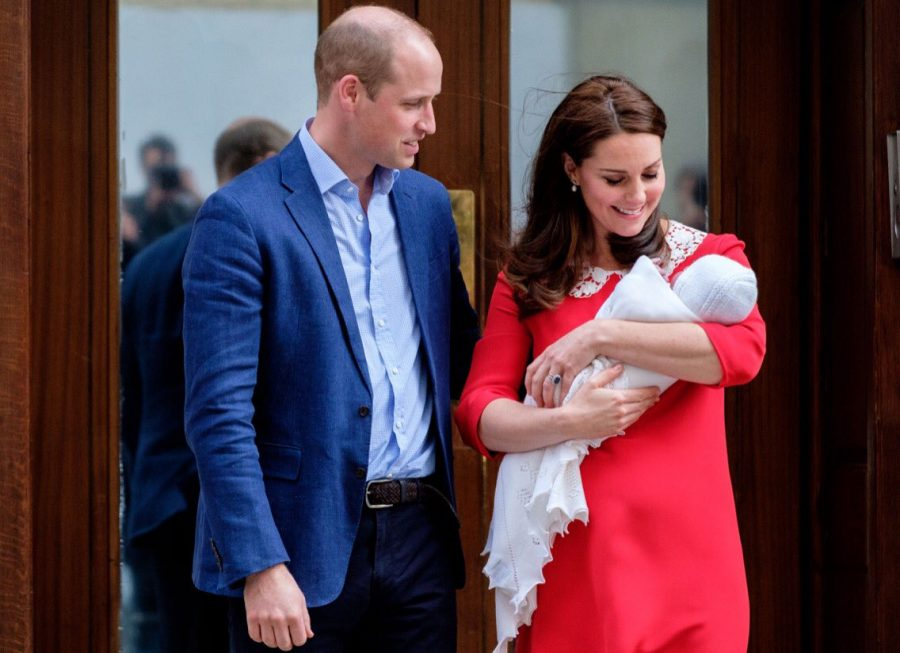 The+Duke+and+Duchess+of+Cambridge+with+the+newly+born+Prince+Louis