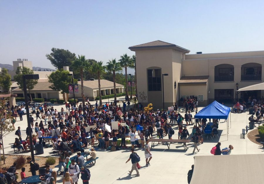 YLHS students gather in the Quad to join clubs on campus.
