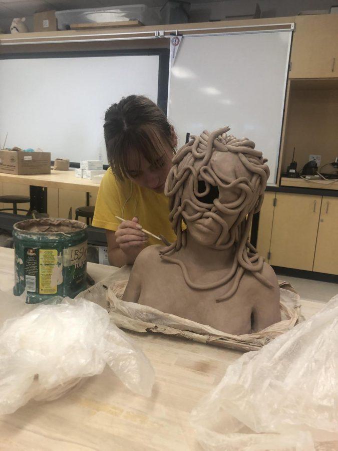 Macy+Schreiber+works+on+her+Medusa+bust.