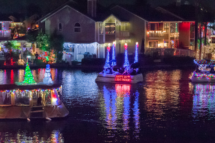East+Lake+hosts+a+festive+boat+parade+each+year