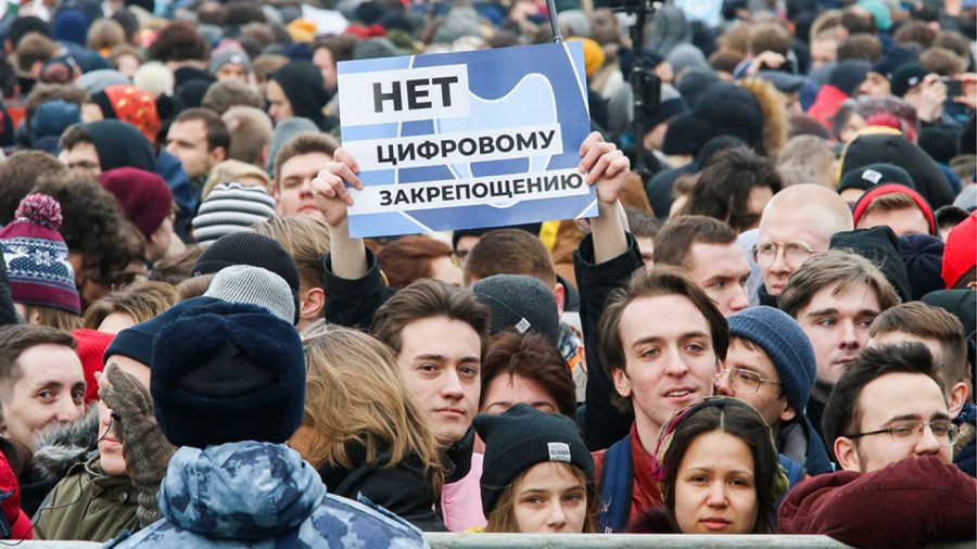 The+streets+of+Moscow+filled+with+protesters+that+fought+for+internet+freedom.