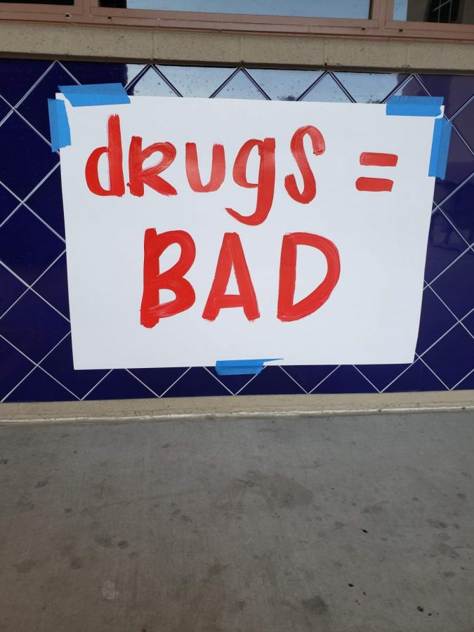 Drugs are really harmful, and we should all try our best to avoid doing drugs.