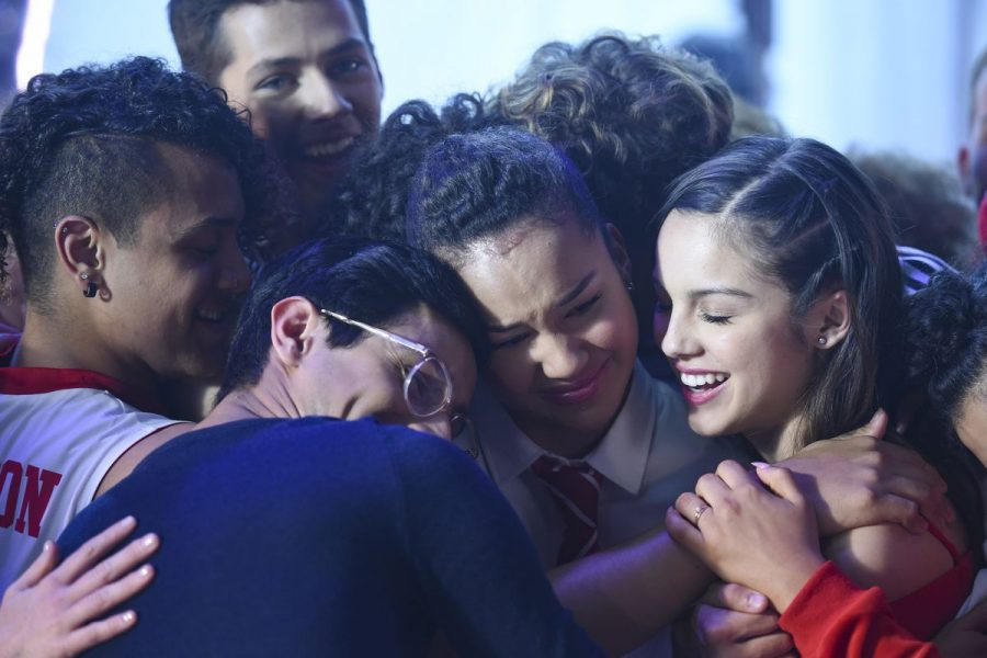 The cast of High School Musical: The Musical: The Series embrace in a group hug as they close off the season 1 finale.