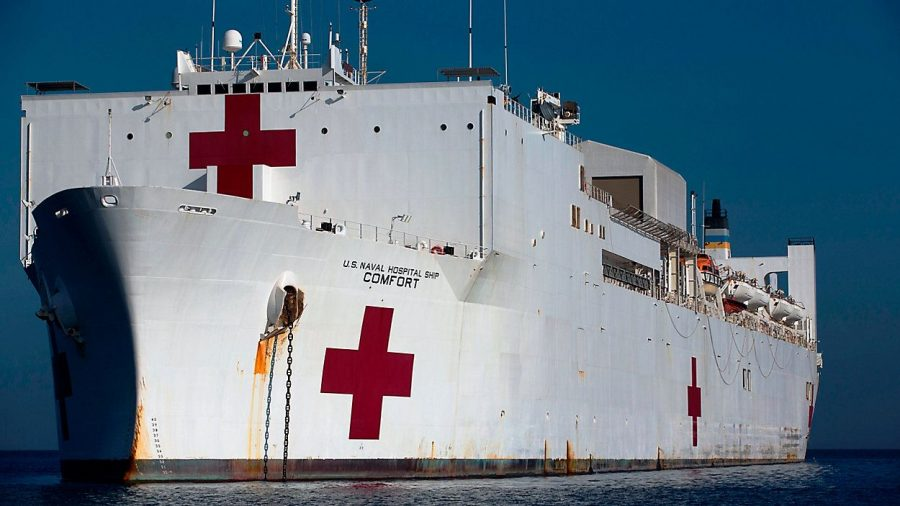 USNS+Comfort+docks+on+the+shores+of+New+York+to+provide+a+helping+hand+for+struggling+hospitals.
