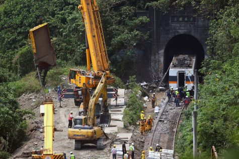 On April 2, a train heading to the Taiwanese city of Taitung derailed in the city of Hualien, striking the walls of the tunnel.